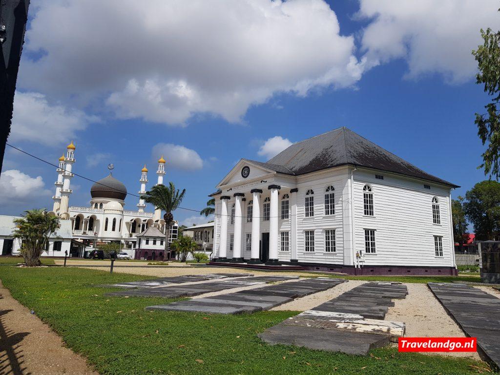 Moskee en synagoge